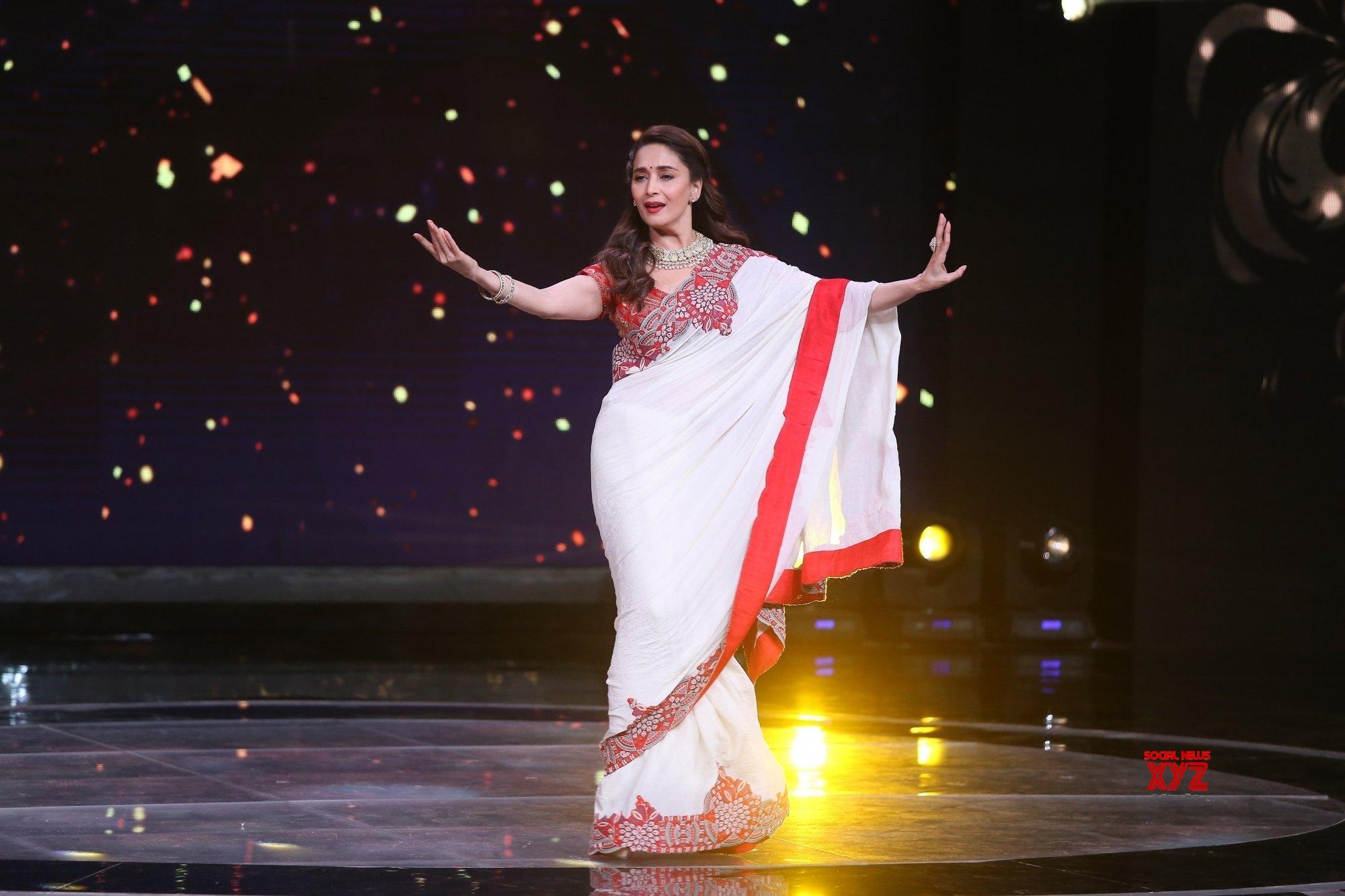"Mumbai: Madhuri Dixit, - Alia Bhatt, Varun Dhawan on ""Sa Re Ga Ma Pa Lil Champs"" sets #Gallery"