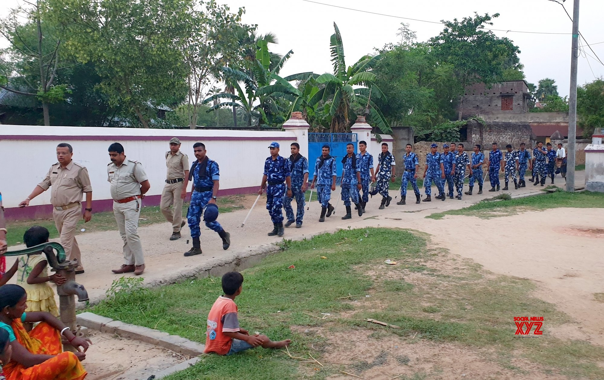 Birbhum (West Bengal): 2019 Lok Sabha elections - Police, RAF conduct route march #Gallery