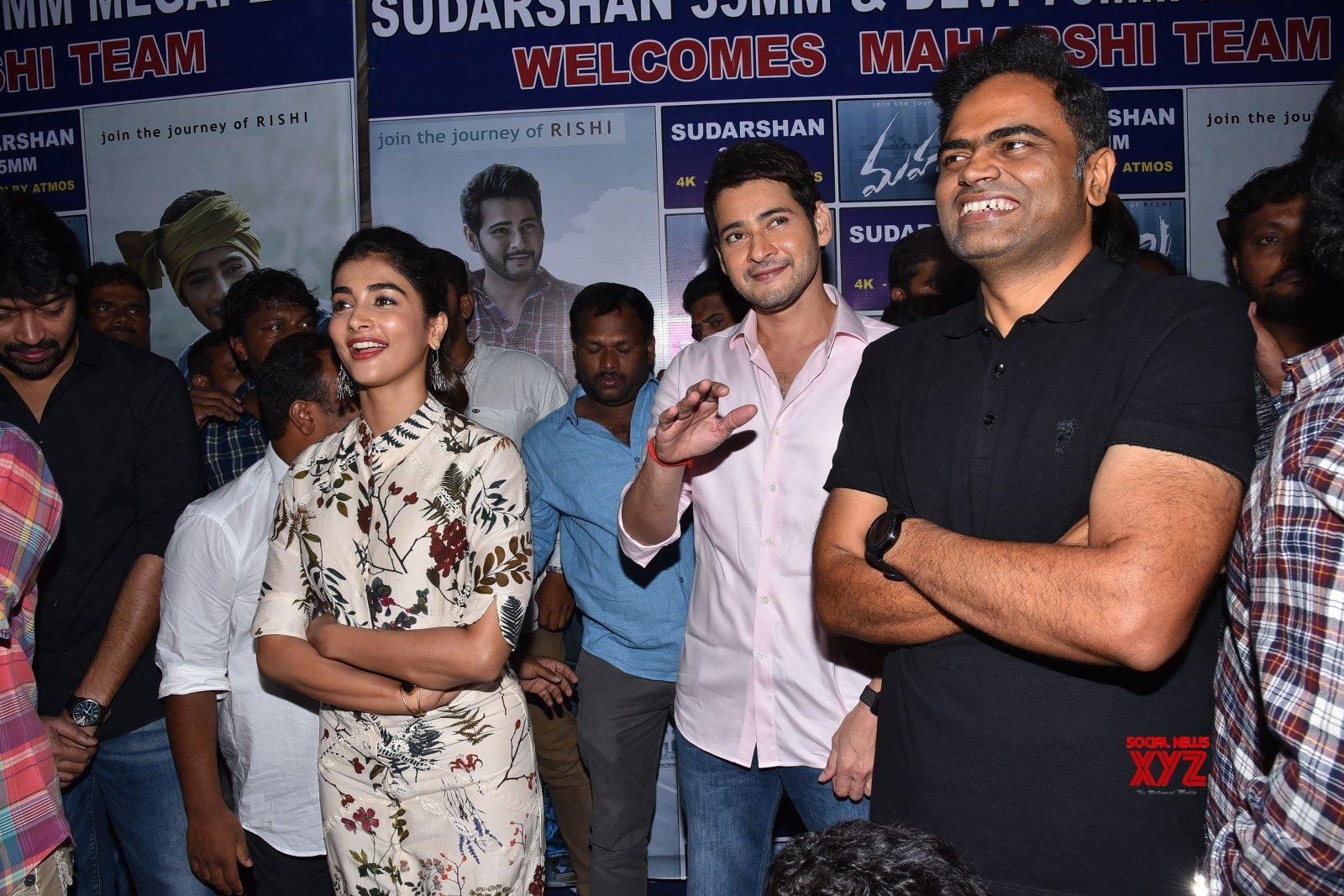 Mahesh Babu Visits To Sudarshan 35 MM With Maharshi Movie Team Gallery Set 1