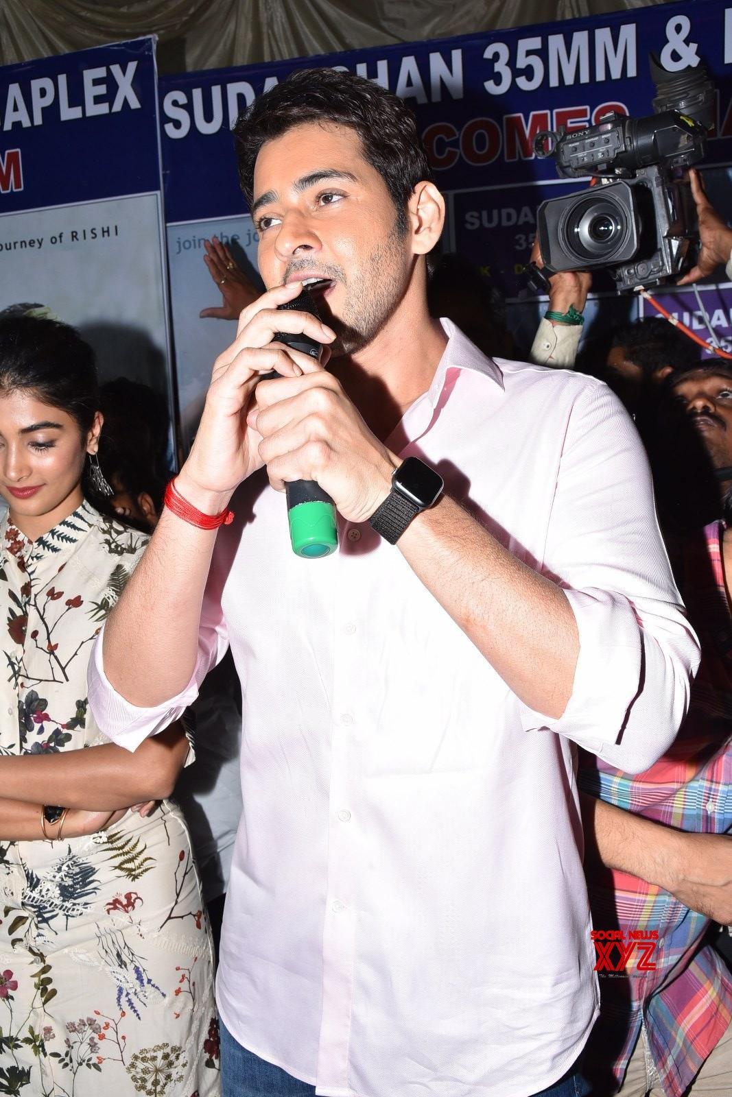 Mahesh Babu Visits To Sudarshan 35 MM With Maharshi Movie Team Gallery Set 4
