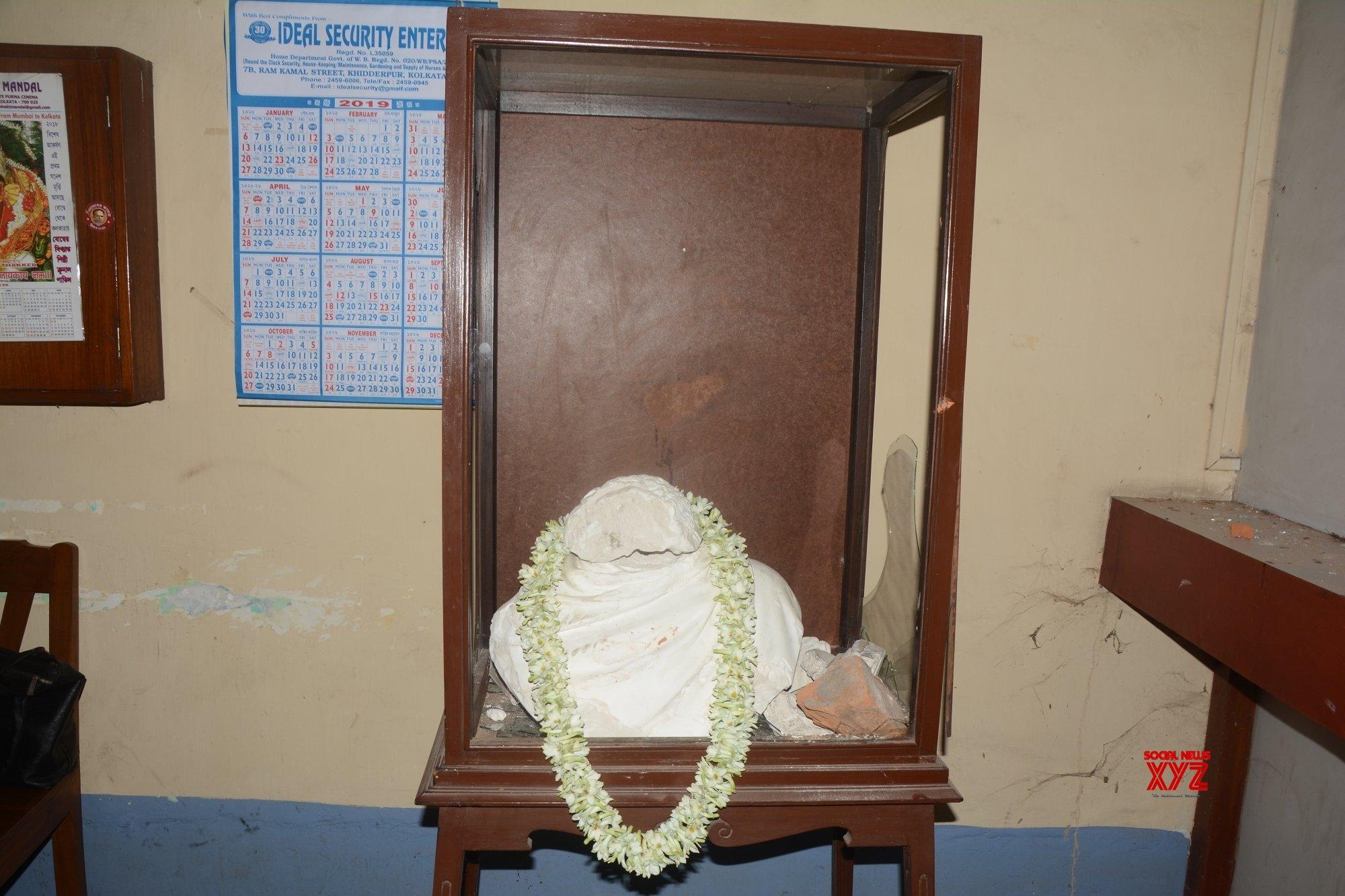 Kolkata: Ishwar Chandra Vidyasagar's damaged statue #Gallery
