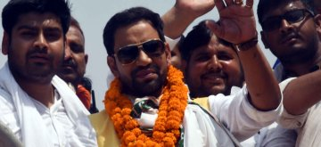 Danapur: Bhojpuri singer-actor and BJP's Lok Sabha candidate from Azamgarh, Dinesh Lal Yadav 'Nirhua' during a roadshow ahead of the 2019 Lok Sabha elections, in Bihar's Danapur on May 16, 2019. (Photo: IANS)