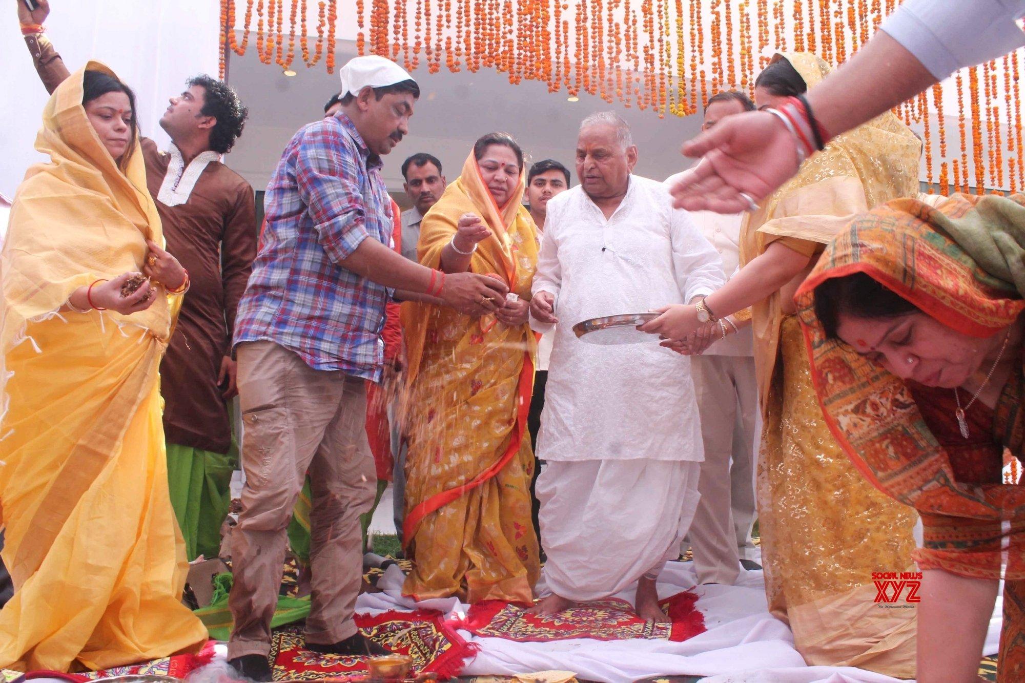 Lucknow: Mulayam Singh Yadav at his new house #Gallery