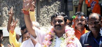 Kolkata: BJP candidate for North Kolkata Lok Sabha constituency Rahul Sinha during an election campaign ahead of the 2019 Lok Sabha elections, in Kolkata on April 20, 2019. (Photo: IANS)