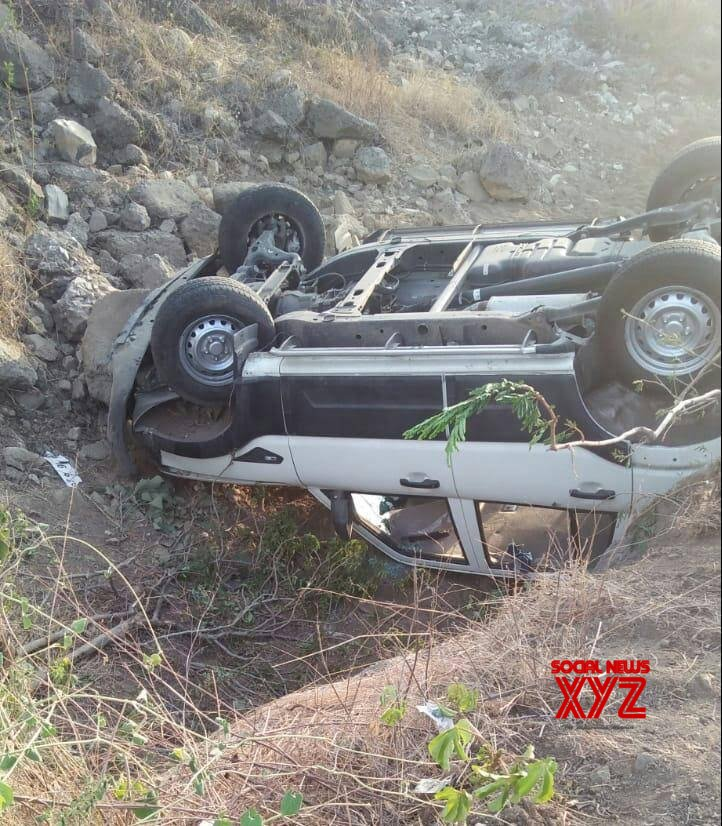 Chandrapur (Maharashtra): Car in RSS chief's convoy overturns #Gallery