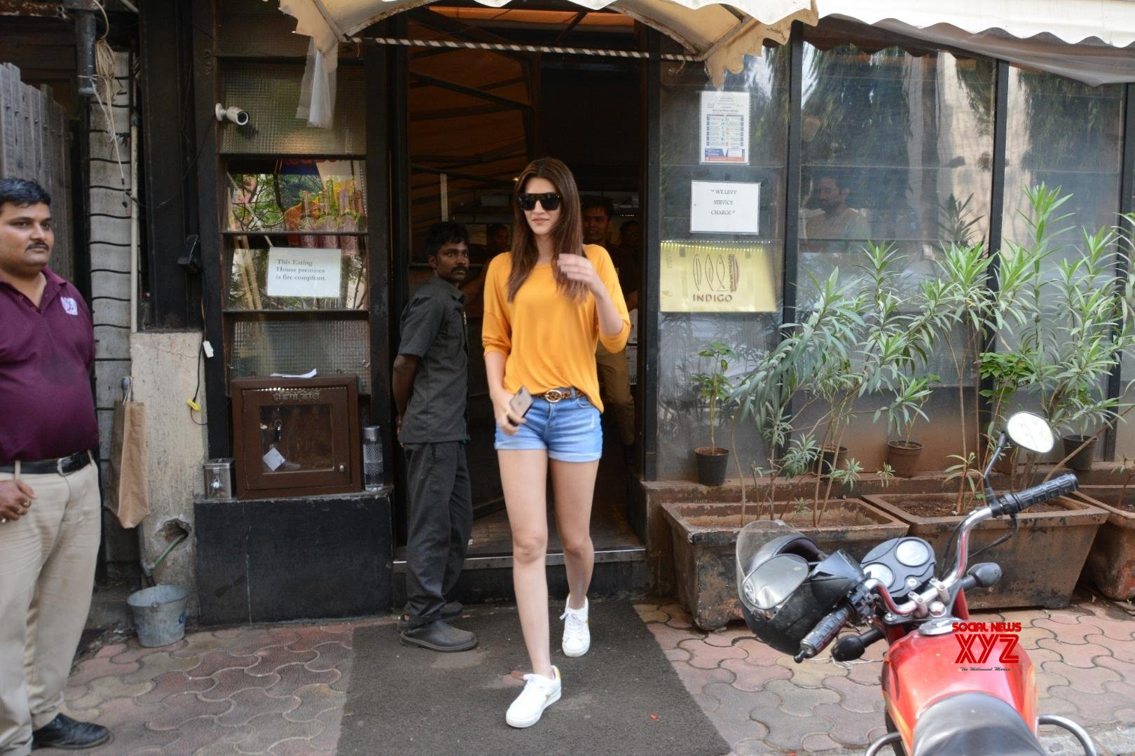 Mumbai: Kriti Sanon seen at Andheri #Gallery