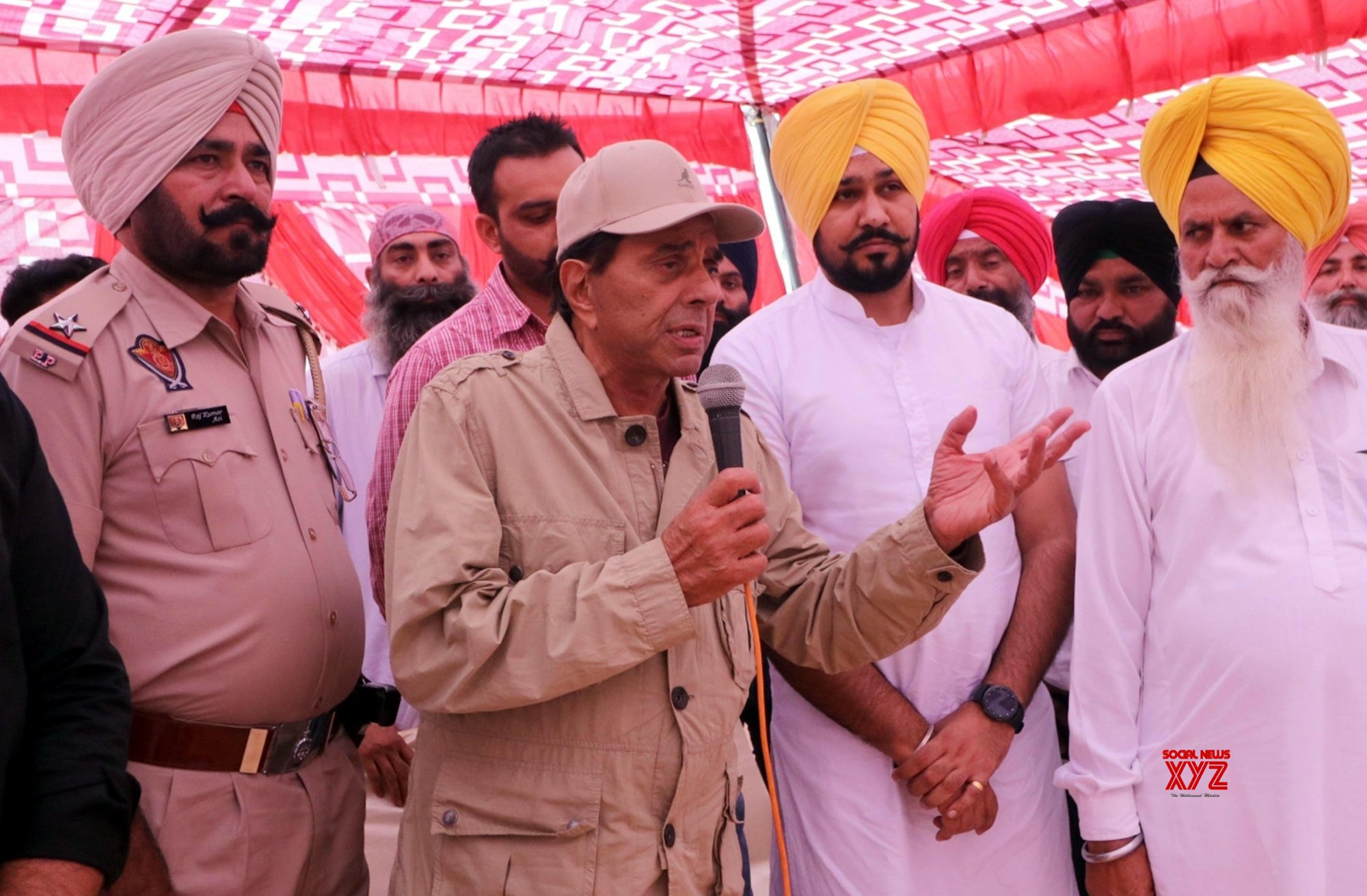 Gurdaspur (Punjab): 2019 Lok Sabha elections - Dharmendra campaigns for son Sunny #Gallery