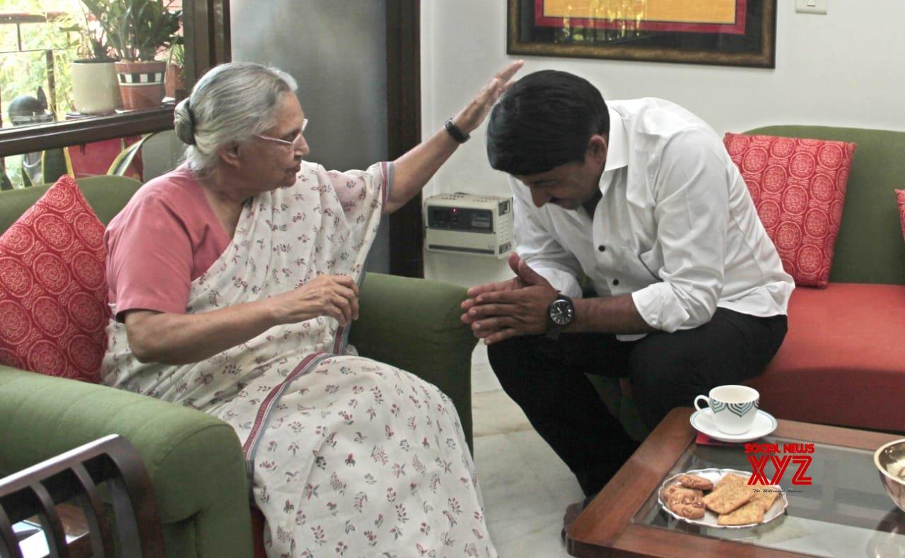 New Delhi: Manoj Tiwari meeting Sheila Dikshit #Gallery