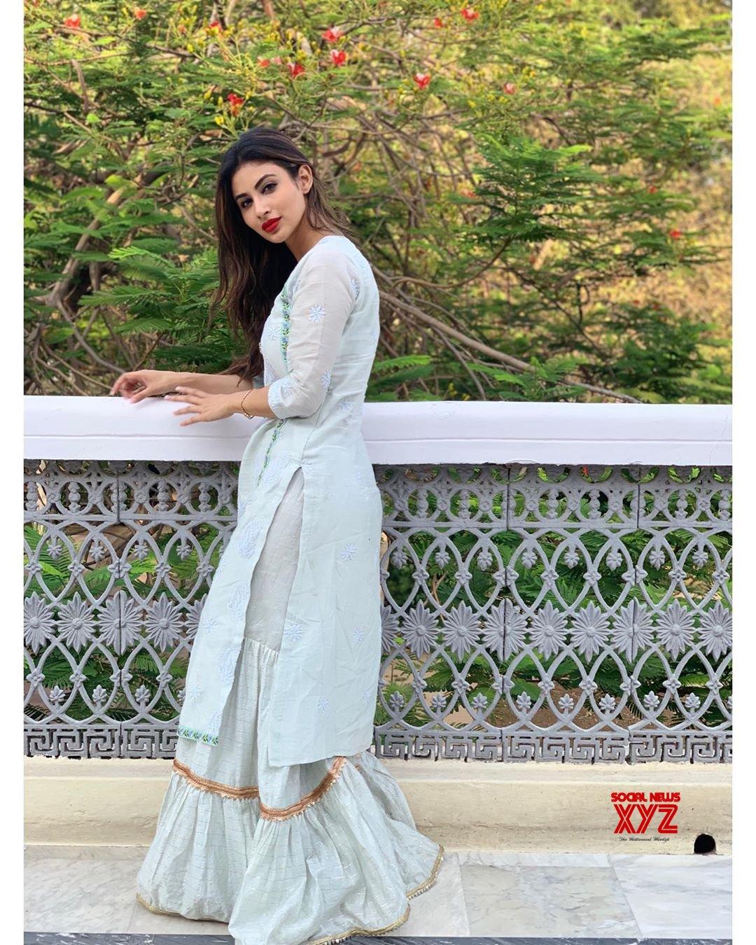 Actress Mouni Roy Latest Insta Stills - Social News XYZ