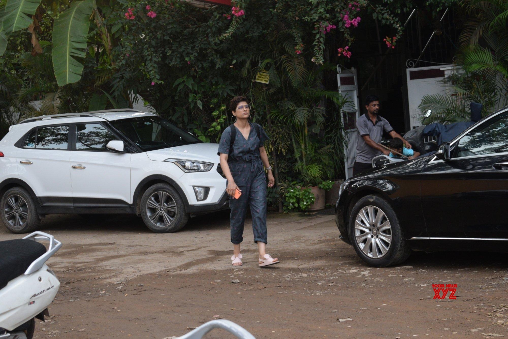 Mumbai: Tahira Kashyap seen at Versova #Gallery