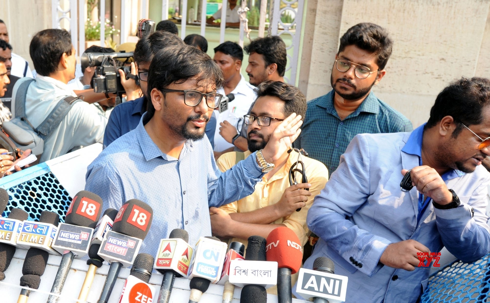 Kolkata: Members of Joint Platform of Doctors, West Bengal talk to the media after meeting Governor #Gallery