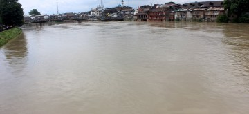 Srinagar: A flood alert sounded in Kashmir valley after the water level in Jhelum river crossed the danger mark in Srinagar on June 25, 2015. (Photo: IANS)