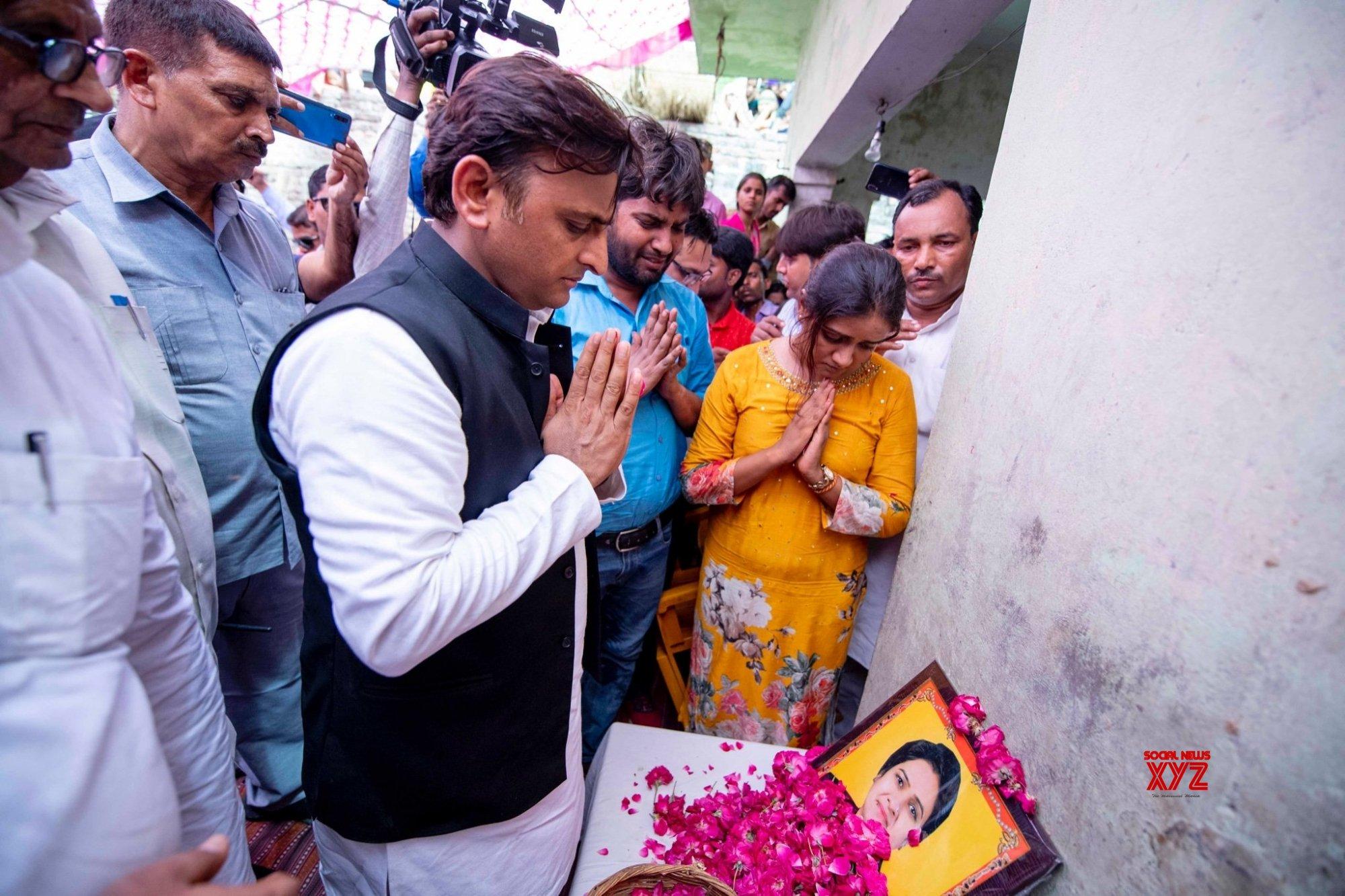 Etah (UP): Akhilesh Yadav reaches Etah to pay tributes to murdered UP Bar Council chief #Gallery
