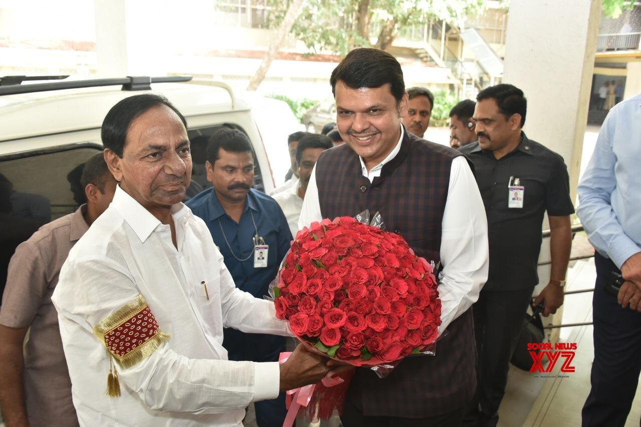 KCR meets Maharashtra CM, invites him for project inauguration