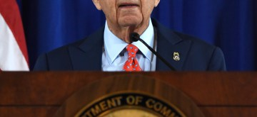 (170307) -- WASHINGTON, March 7, 2017 (Xinhua) -- U.S. Secretary of Commerce Wilbur Ross makes announcement on settlements between U.S. authorities and Chinese telecom equipment maker ZTE Corp. in Washington D.C., the United States, on March 7, 2017. Chinese telecom equipment maker ZTE Corp. said on Tuesday that it has reached settlements with U.S. authorities over U.S. export controls and sanctions charges. (Xinhua/Yin Bogu)