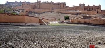 Jaipur: A view of Maota pond near Amer Fort that dried up, in Jaipur on June 3, 2019. (Photo: Ravi Shankar Vyas/IANS)