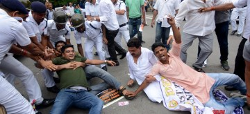 Kolkata: Police stops West Bengal Youth Congress activists protesting against alleged horse trading by the BJP in Karnataka; outside Raj Bhavan in Kolkata on July 11, 2019. (Photo: IANS)