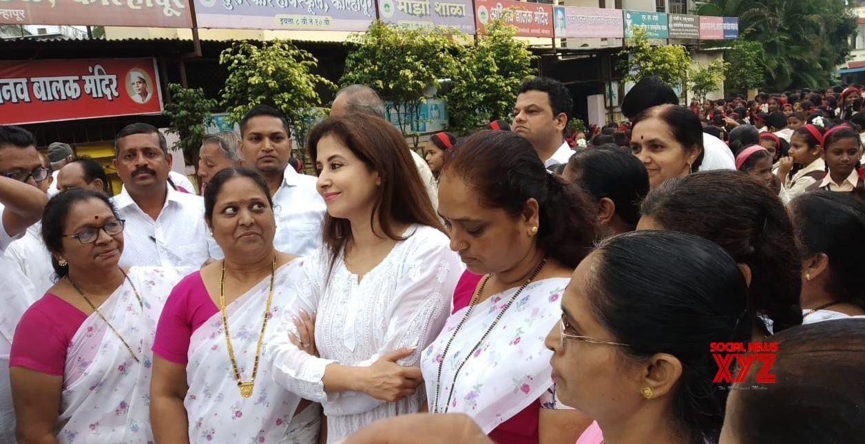Kolhapur: Urmila Matondkar celebrates 73rd Independence Day with flood victims in Maharashtra #Gallery