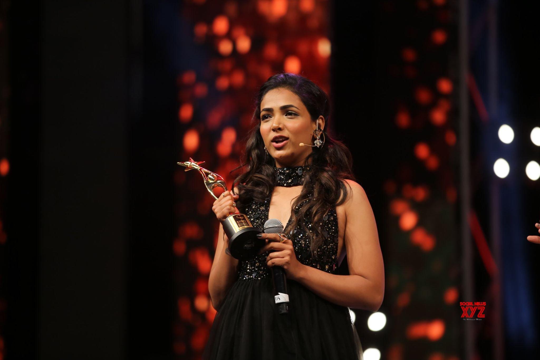 Anupama Gowde Wins Best Debut Actor Female Kannada For Aa Karaala Ratri At SIIMA Awards 2019
