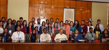 New Delhi: Group of Indian Origin youth visiting India under 'Know India Programme' (KIP) meet Union MoS (Independent Charge) Development of North Eastern Region (DoNER), PMO, Personnel, Public Grievances and Pensions, Atomic Energy and Space Jitendra Singh in New Delhi on Aug 16, 2019. (Photo: IANS/PIB)