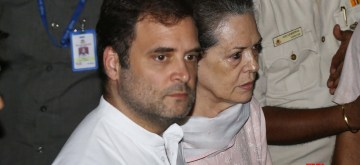 New Delhi: Congress leaders Sonia Gandhi, Rahul Gandhi arrive to pay tribute to Arun Jaitley at his residence in New Delhi on Aug 24, 2019. (Photo: IANS)