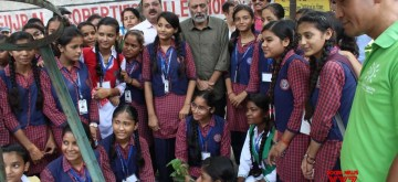 Noida: Environmentalist Rakesh Khatri, popularly known as the 'Sparrow man of India' and water conservationist Deepak Jain along with the children of Vidya Vahini during Green Tech Safari lead Plantation drive in Noida, on Sep 10, 2019. (Photo: IANS)