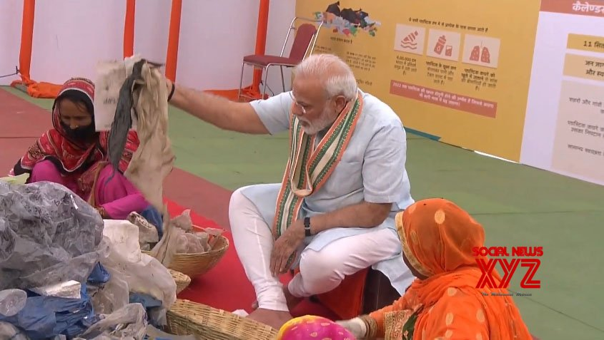 Mathura: PM Modi segregating plastic from garbage #Gallery