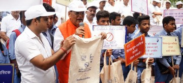 """New Delhi: Sulabh International Founder Bindeshwar Pathak  leads """"Say No To Single Use Plastic"""" campaign organsied by Sulabh International at Connaught Place in New Delhi on Sep 12, 2019. (Photo: IANS)"""