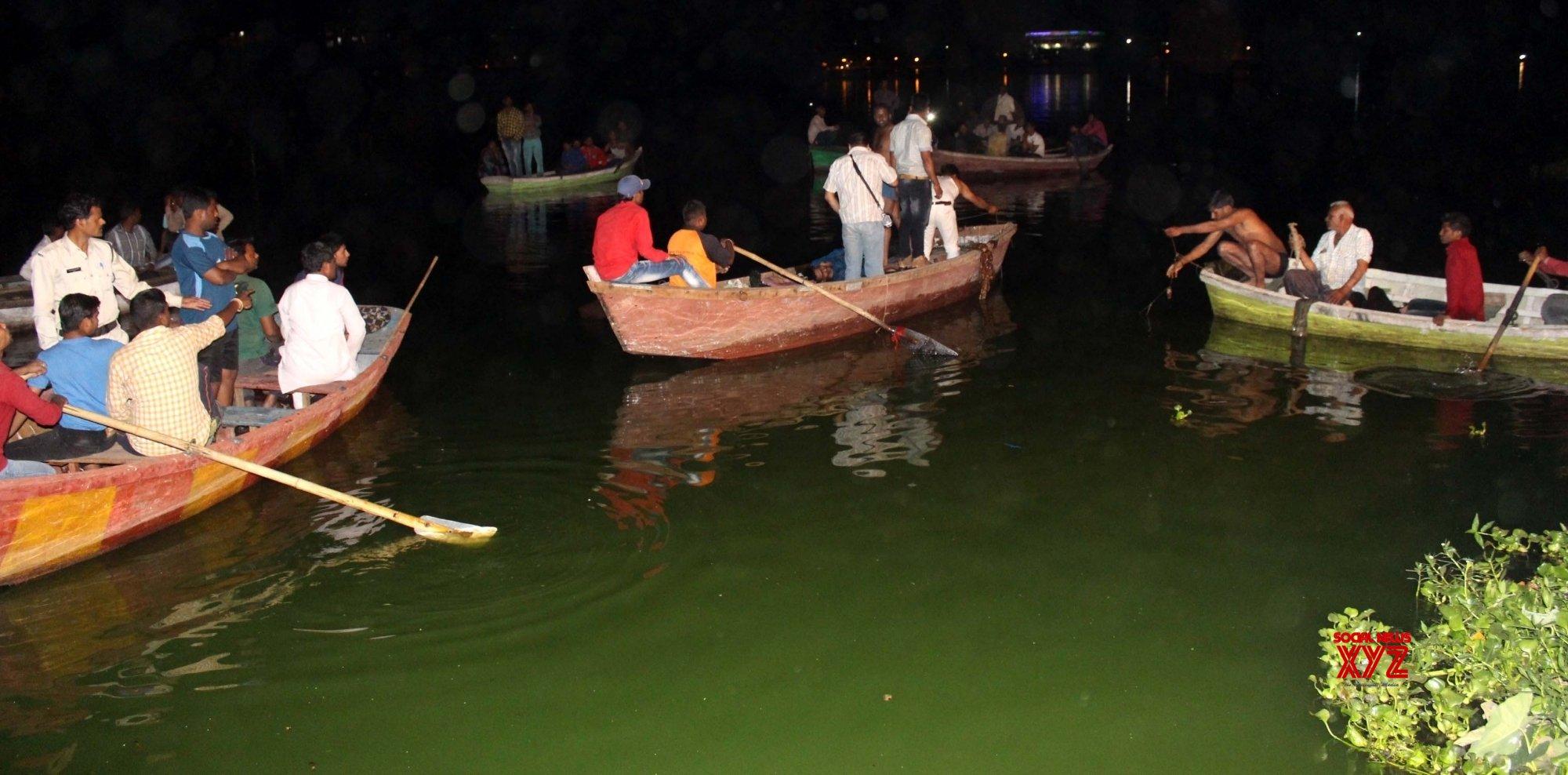 11 dead in MP boat capsize