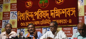 """Kolkata: Vishva Hindu Parishad (VHP) International General Secretary Milind Parande addresses a press conference in Kolkata on Sep 25, 2019. Calling the West Bengal situation """"highly dangerous"""" for the Hindu society due to the discriminatory attitude of the Mamata Banerjee-led government in the state, the Vishva Hindu Parishad (VHP) on Wednesday asked the Chief Minister to desist from making statements opposing the National Register of Citizens (NRC)."""