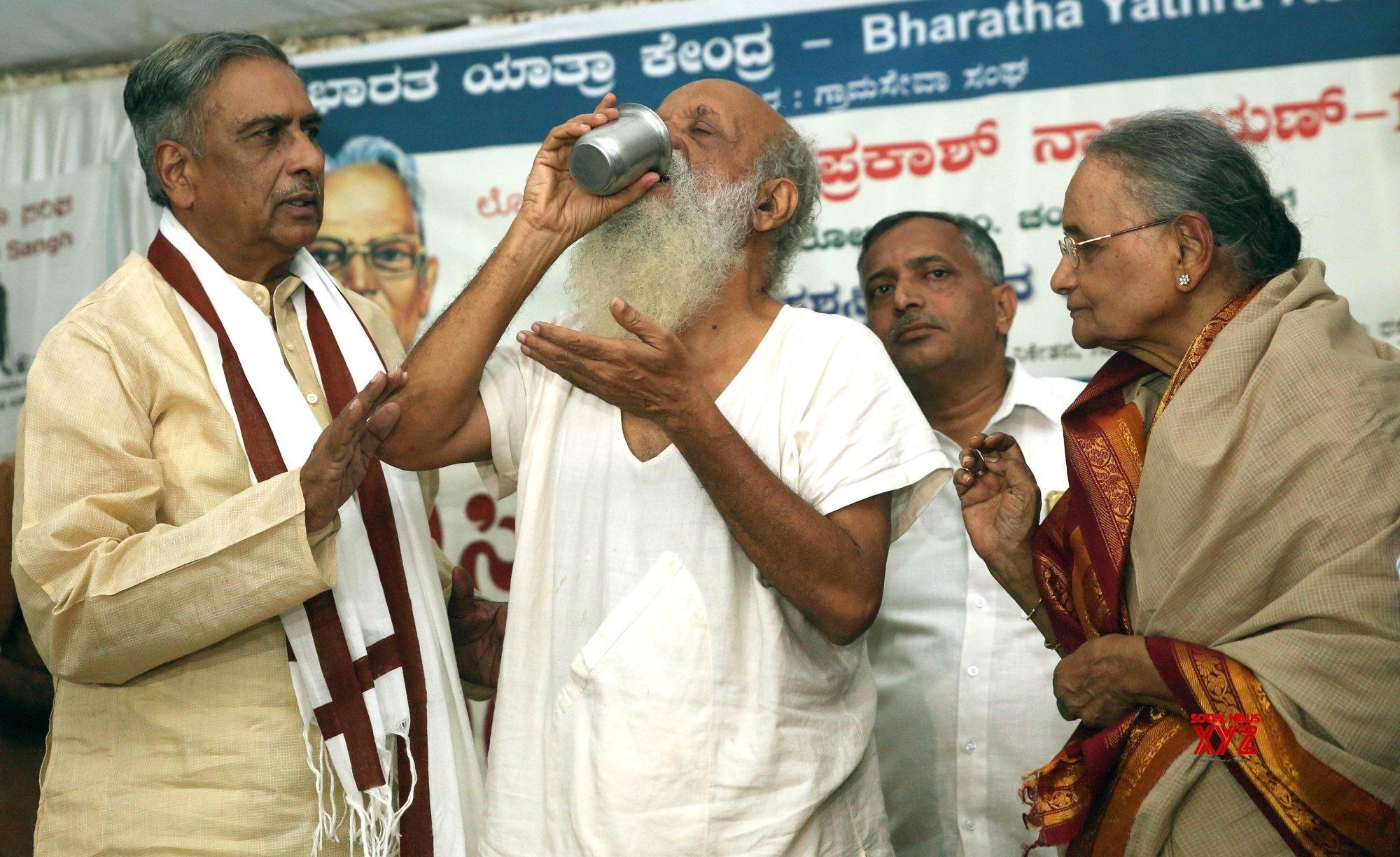Bengaluru: Prasanna calls off indefinite hunger strike #Gallery