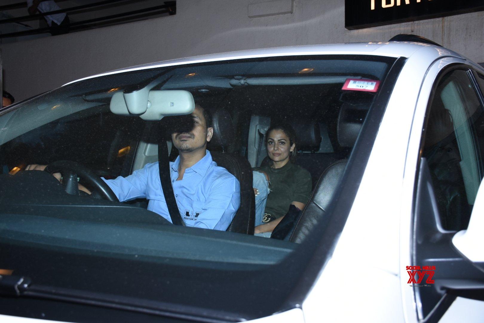 Mumbai: Amrita Arora seen at Kareena Kapoor's residence #Gallery