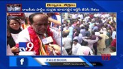 BJP Laxman protest outside at Bus Bhavan in Hyderabad - TV9 [HD] (Video)