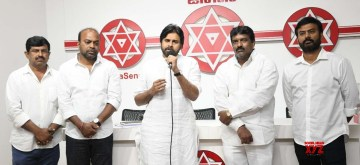 Hyderabad: Jana Sena chief Pawan Kalyan addresses a gathering of Telangana State Road Transport Corporation (TSRTC) employees on the tenth day of their strike, in Hyderabad on Oct 14, 2019. (Photo: IANS)