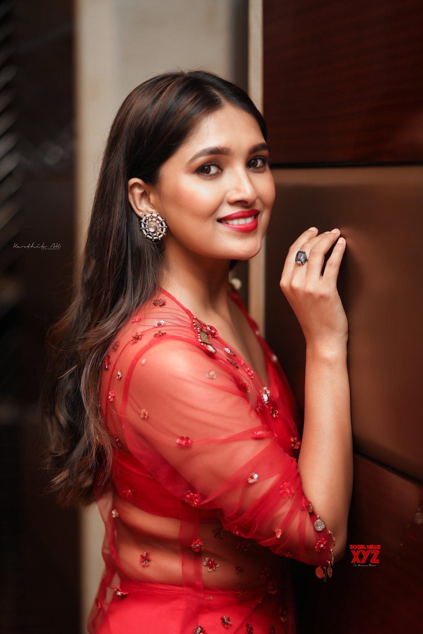 Actress Vani Bhojan Gorgeous New Photoshoot Stills