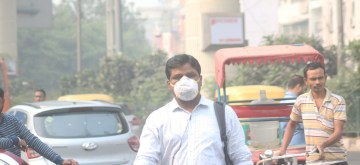 New Delhi: People wear masks to protect themselves from air pollution as smog continues to engulf the national capital, on Nov 4, 2019. (Photo: IANS)