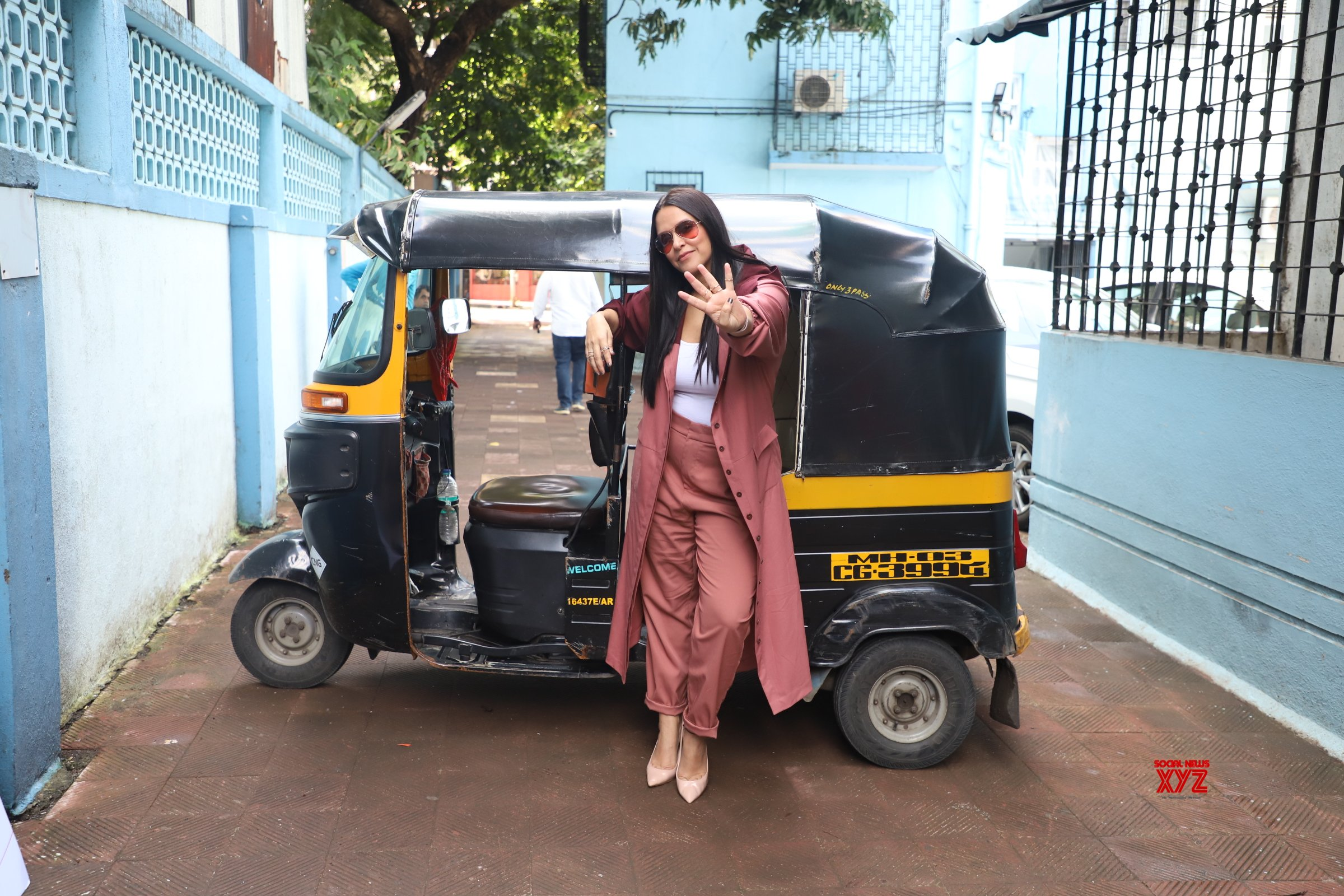 Rohit Shetty And Neha Dhupia Poses During The Shoot Of Show NoFilterNeha Season 4 HD Gallery