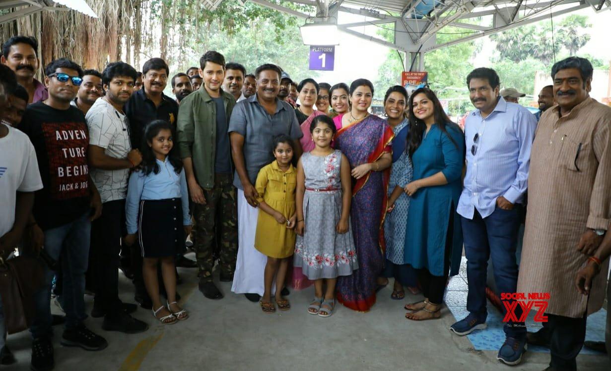 Superstar Mahesh Babu's Sarileru Neekevvaru Movie Team Still From Kerala Shoot