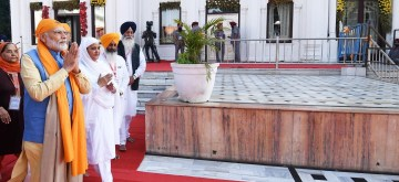 Sultanpur Lodhi: Prime Minister Narendra Modi pays obeisance at Ber Sahib Gurudwara in Punjab's Sultanpur Lodhi on Nov 9, 2019. (Photo: IANS/PIB)