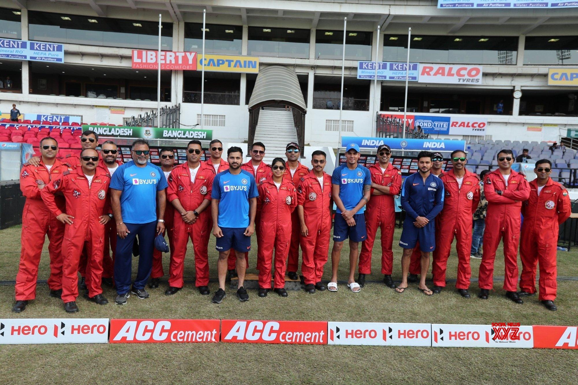 Team India meets IAF Aerobatic team in Nagpur