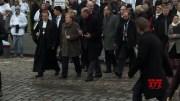 Merkel places a candle at Berlin Wall memorial (Video)