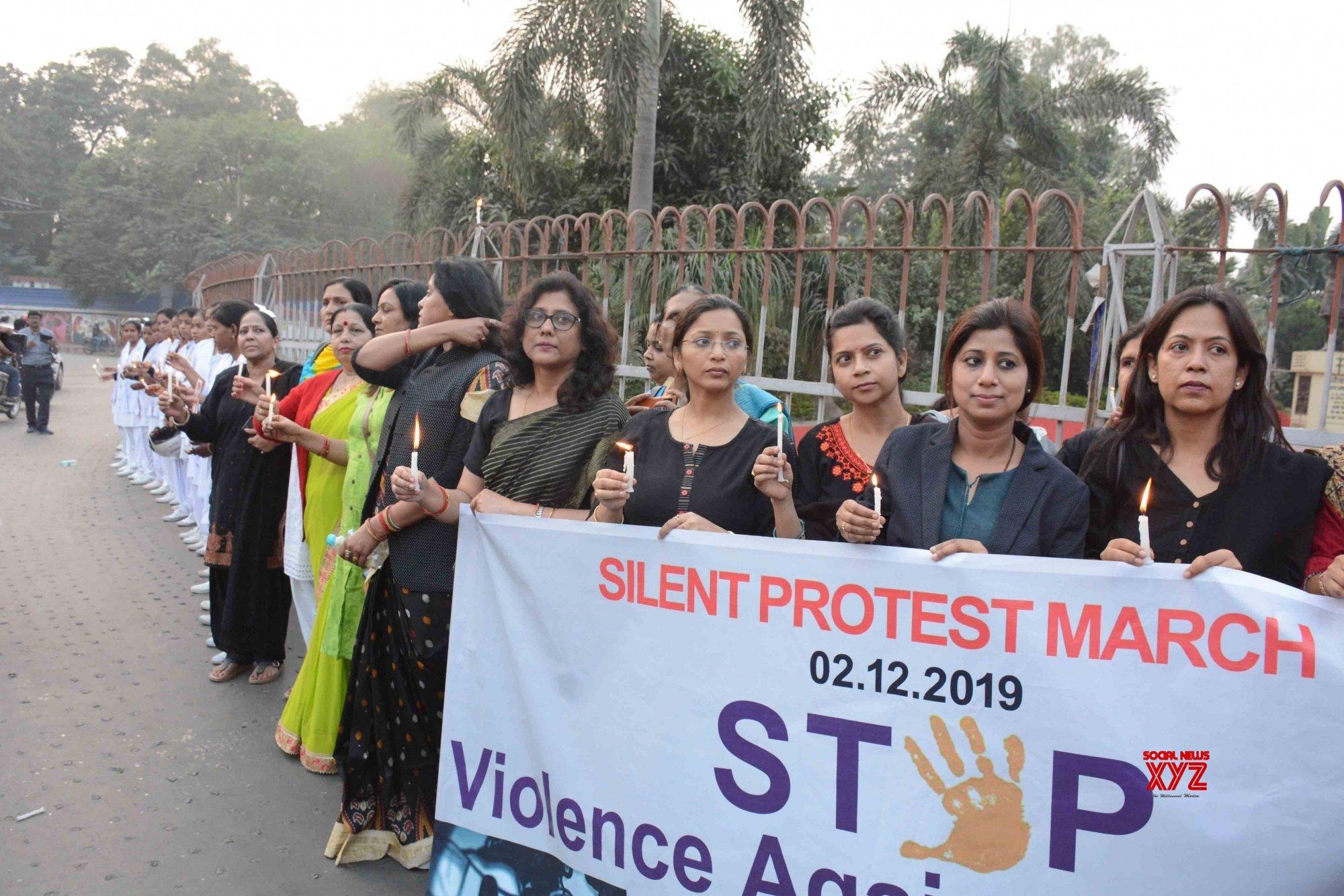 Patna: IGIMS junior doctors protest against Hyderabad gang rape - murder #Gallery