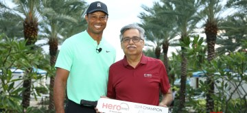 Bahamas: Hero MotoCorp Chairman Pawan Munjal hands over the trophy to golfer Tiger Woods - the 'Hero Shot 2019' winner - ahead of the Hero World Challenge 2019 in the Bahamas, on Dec 3, 2019. (Photo: IANS)