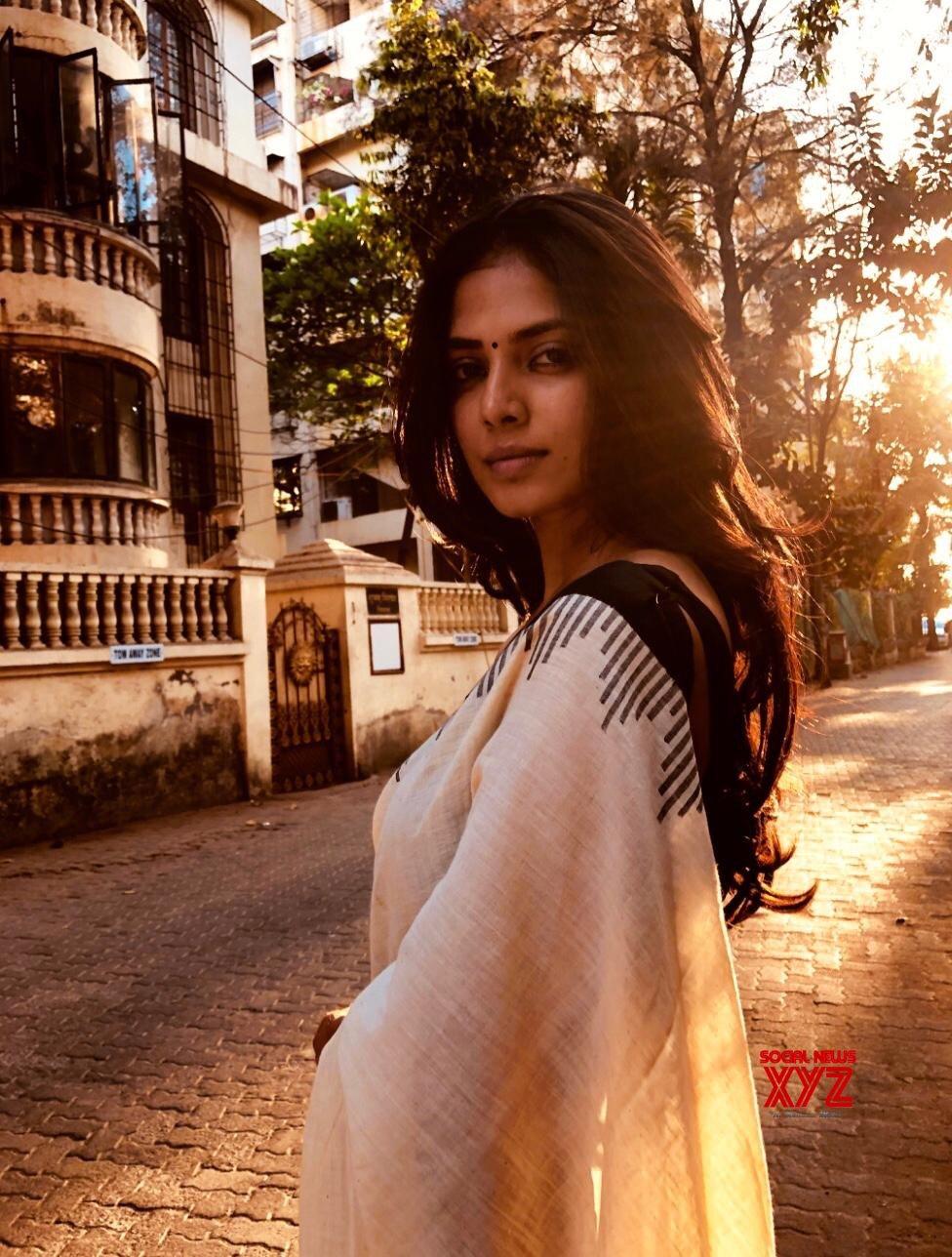 Actress Malavika Mohanan Breathtakingly Beautiful Still In A Sari From Movie Set