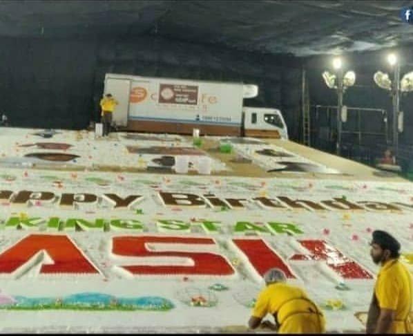 Awesome Worlds Biggest Cake 5700Kg For Rocking Star Yash Birthday Funny Birthday Cards Online Barepcheapnameinfo