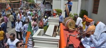 Varanasi: Artistes play songs to welcome Prime Minister Narendra Modi ahead of his visit to the Kashi Vishwanath Temple in Varanasi on May 27, 2019. (Photo: IANS)