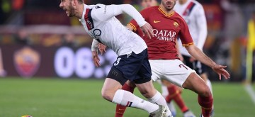 ROME, Feb. 8, 2020 (Xinhua) -- Roma's Hernich Mkhitaryan (R) vies with Bologna's Mattia Bani during a Serie A soccer match between Roma and Bologna in Rome, Italy, Feb. 7, 2020. (Photo by Alberto Lingria/Xinhua/IANS)