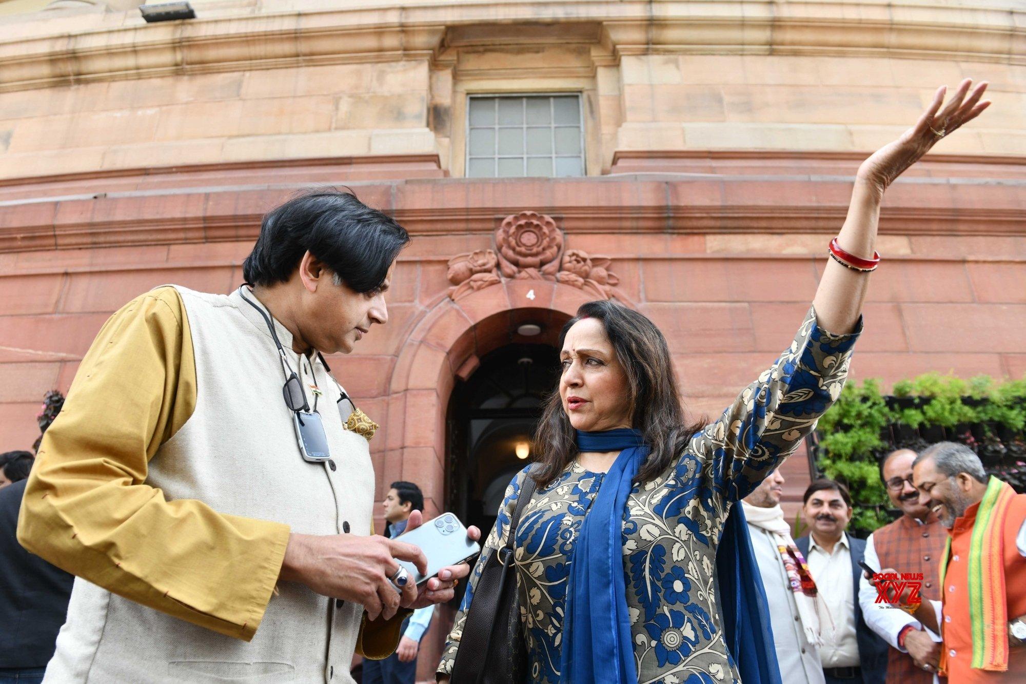 New Delhi: Budget Session - Shashi Tharoor, Hema Malini at Parliament (Batch - 2) #Gallery