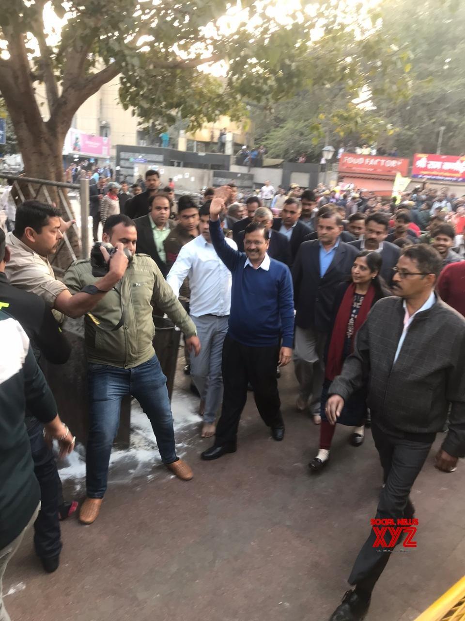 New Delhi: Kejriwal visits Hanuman Temple at CP #Gallery