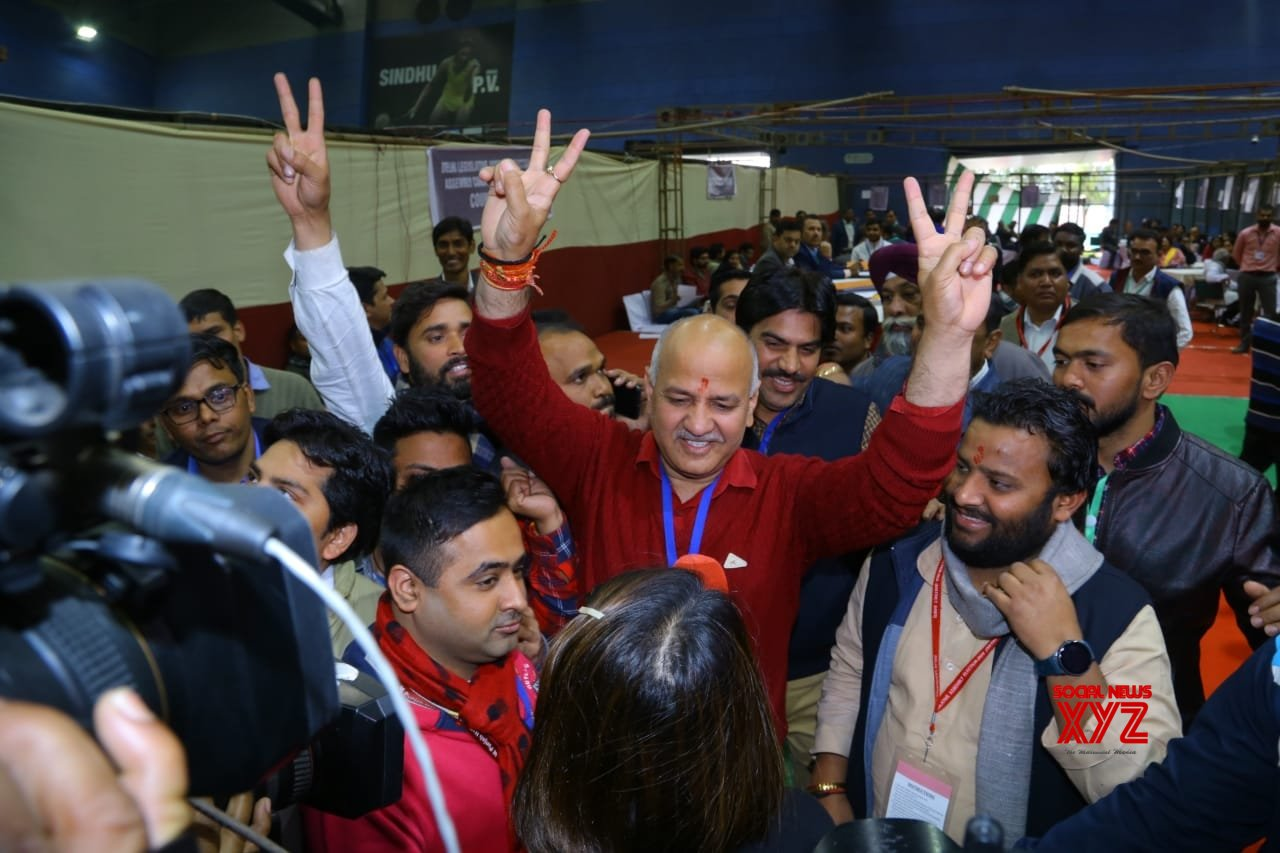 New Delhi: Maniosh Sisodia leads in Patparganj, celebrates with AAP workers #Gallery
